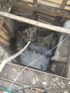 Установка креплений и замер глубины колодца